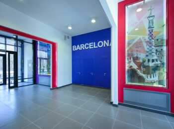 Оформление входной группы секции Барселона 1 корпуса